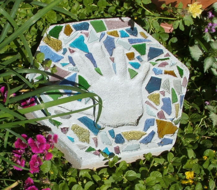 Stained glass cobbles 1 craft blog for glasscrafters for Stepping stone designs garden layouts